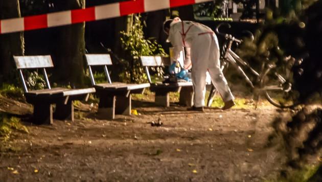 Mitarbeiter der Spurensicherung am Tatort (Bild: APA/WOLFGANG MOSER FMT-PICTURES)
