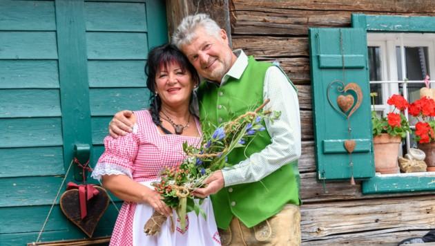 Hochzeit auf der Hintersteineralm. Sennerin Sigrid Weißeneder heiratet ihren Lebensgefährten Friedrich Schmier. (Bild: Jack Haijes)