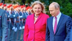 Außenministerin Karin Kneissl und Russlands Präsident Wladimir Putin (Bild: Starpix/Klatu)