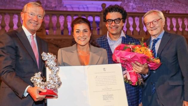 Cecilia Bartoli mit Wilfried Haslauer, Laudator Rolando Villazón & Wolfgang Schüssel (von links) (Bild: www.neumayr.cc)