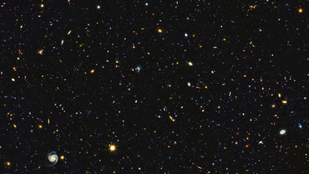 Die neue Aufnahme kombiniert verschiedene Wellenlängen von UV bis Infrarot (Bild: NASA, ESA, P. Oesch (University of Geneva), and M. Montes (University of New South Wales))