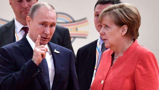 Wladimir Putin mit Angela Merkel (Bild: AFP)