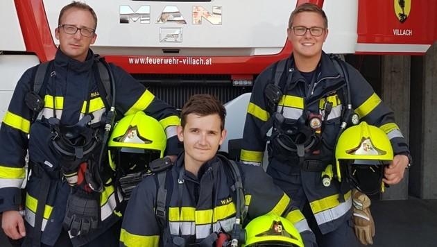 Markus Abuja, Bastian Wagner und Sandro Golob vom Atemschutztrupp haben das Kind aus der verrauchten Wohnung gerettet (Bild: HFW Villach)