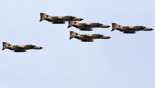 Iranische F-4-Jets während einer Militärparade in Teheran (Bild: AFP)