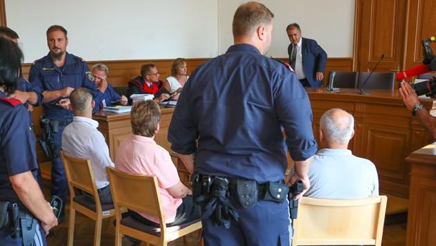 Vater, Mutter und Sohn stehen derzeit in Wels vor Gericht. (Bild: laumat)