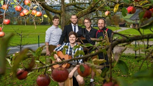 """ Die fünf Jungs von """"Grenz/Wertig"""", das sind Simon Pichler, Benedikt Falkinger, Bernhard und Gerhard Grubinger sowie Markus Hofer, spielen beim neuen Festival """"mostMUSIK"""" auf. (Bild: www.neumayr.cc)"""