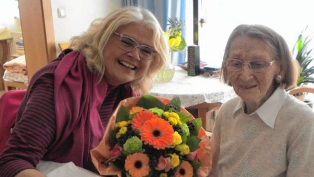 Frau Suida wurde zum100er von Anja Hagenauer besucht. (Bild: Hagenauer)