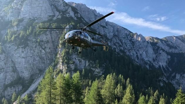 Der Hubschrauber des Bundesheeres steht auch im Einsatz. (Bild: Feuerwehr Völkermarkt)