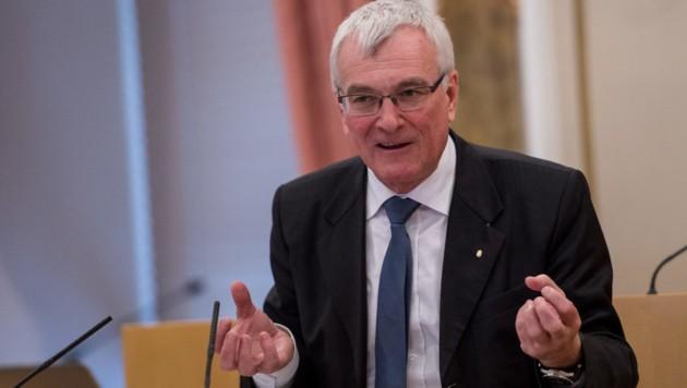 Landesrat Elmar Podgorschek (FPÖ) ist in Oberösterreich für das Staatsbürgerschaftswesen zuständig. (Bild: ©eric krügl)