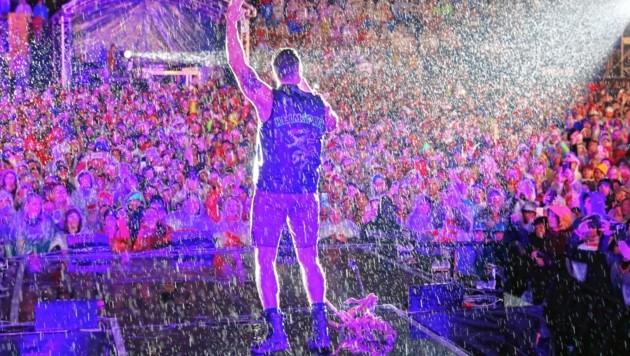 Fast drei Stunden Show im strömenden Regen (Bild: Sepp Pail)
