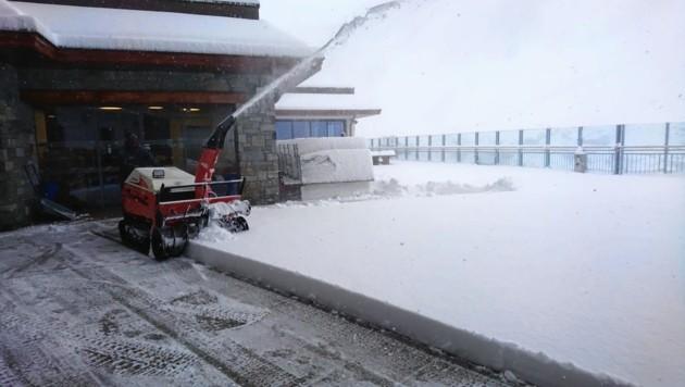 Eine Schneefräse war am Hintertuxer Gletscher im Einsatz. (Bild: Hintertuxer Gletscher)