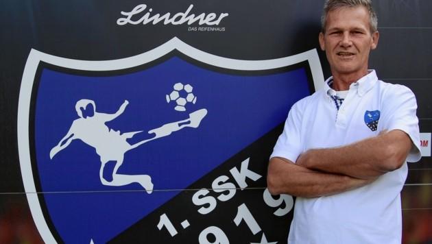 """Der SSK ist Salzburgs zweitältester Klub, Sektionsleiter Junger freut sich auf den """"Hunderter"""" 2019. Foto: ANDREAS TRÖSTER (Bild: Kronen Zeitung)"""