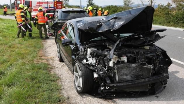 Beim Unfall in Alkoven wurden vier Pkw-Insassen verletzt. (Bild: laumat.at/Matthias Lauber)