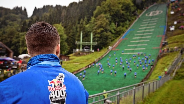 1800 Sportler stürmten in verschiedenen Klassen die Paul-Außerleitner-Schanze in Bischofshofen hinauf. (Bild: Red Bull Content Pool)