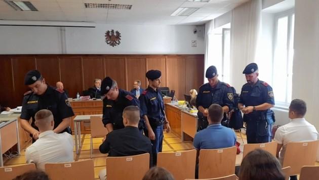 Eine Dealerbande stand Montag in Klagenfurt vor Gericht (Bild: Christian Spitzer)