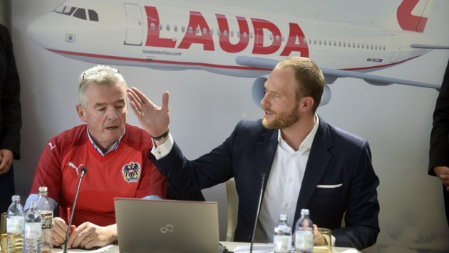 Ryanair-CEO Michael O'Leary und Laudamotion-Geschäftsführer Andreas Gruber (rechts)