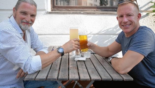 Entspanntes Interview im Schanigarten, ...
