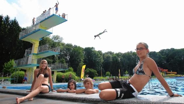 Das Fürstenfelder Bad sperrt wie üblich am Beginn der ersten Schulwoche zu. Bei kühlem Wetter ist das Schwimmen auf eigene Gefahr möglich. (Bild: Jürgen Radspieler)