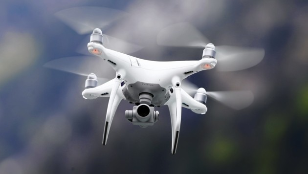 Drohne mit Kamera (Symbolbild). (Bild: GERHARD SCHIEL)