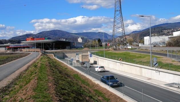 Derzeit endet die Umfahrung im Süden auf Höhe Interspar. Jetzt wird das letzte Teilstück bis zum Bahnhof angegangen. (Bild: Jürgen Radspieler)