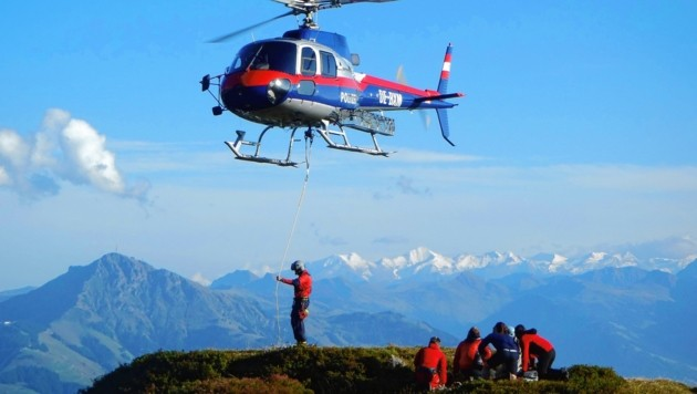 Sind Alpinisten verletzt, dann steigt immer der Rettungshelikopter auf, bei Notrufen ohne Verletzungen der Polizeiheli - bislang auf Kosten der Steuerzahler. Das ist jetzt Geschichte. (Bild: ZOOM-TIROL)