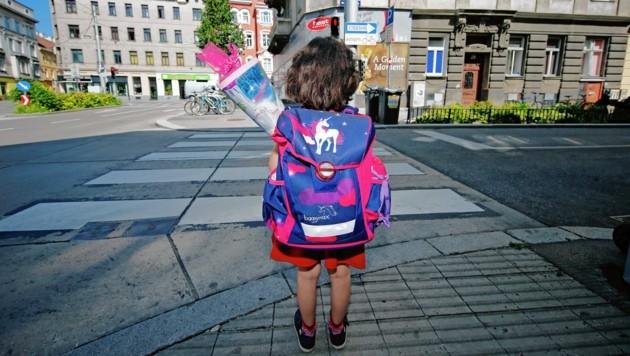 Der Schulbesuch ist durchaus mit Kosten verbunden - auch, wenn man keine Schultüte hat. (Bild: Reinhard Holl)
