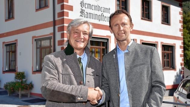 Leonhard Kocher (rechts), Wirt vom Jagglerhof, tritt bei der Bürgermeisterwahl 2019 als Spitzenkandidat und Nachfolger vom Bürgermeister Peter Rotschopf (links) an (Bild: ROLAND HOLITZKY)