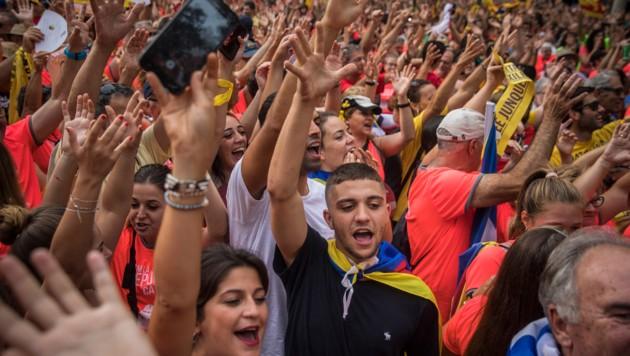Hunderttausende demonstrierten in Barcelona für die Unabhängigkeit Kataloniens. (Bild: AP)