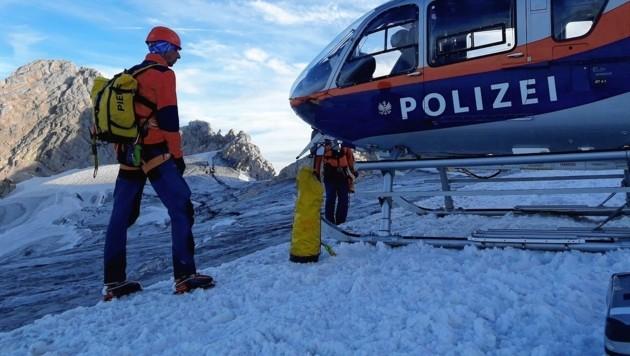 Die Bergrettung Hallstatt rettete den Mann aus der Gletscherspalte (Bild: Bergrettung Hallstatt)