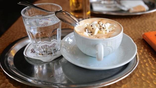 Gratiswasser zum Kaffee? Die EU-Debatte ist vorerst beendet. (Bild: stock.adobe.com)