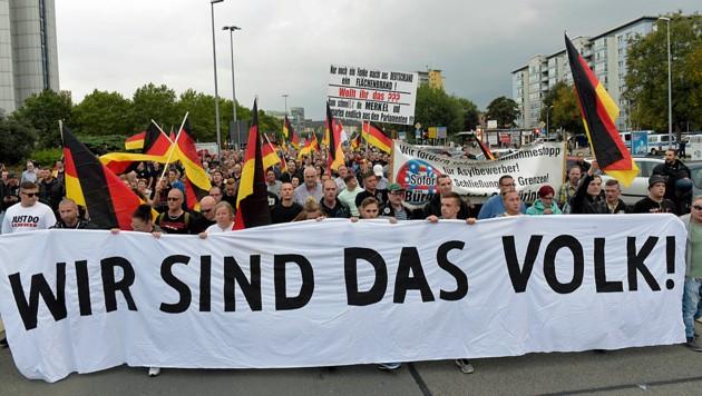Viele Ostdeutsche fühlen sich von der Regierung in Berlin nicht verstanden und mit ihren Problemen alleingelassen. (Bild: AP)