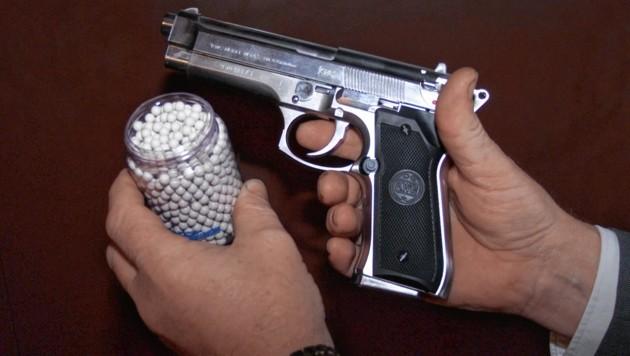 Die beiden Männer waren im Besitz einer Softgun. Symbolbild (Bild: Christian Jauschowetz (Symbolfoto))