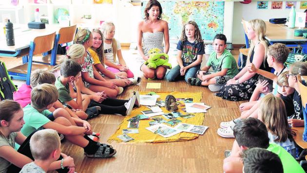 In der Volksschule Hausmannstätten können Tische und Stühle schnell zur Nebensache werden. (Bild: Sepp Pail)