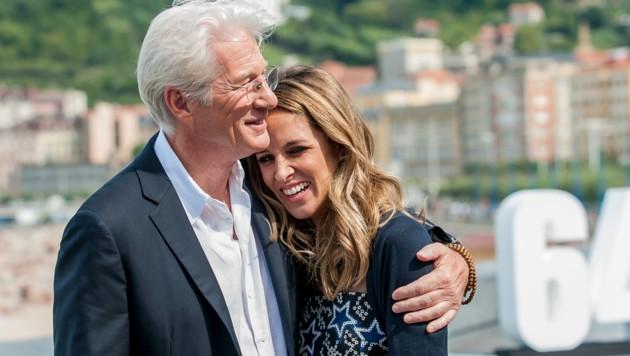 Richard Gere mit seiner Gattin Alejandra (Bild: AFP)