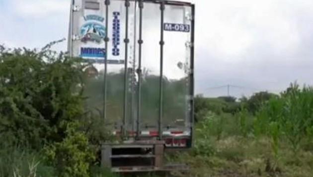 In diesem Kühllaster werden die Toten gelagert. (Bild: twitter.com)