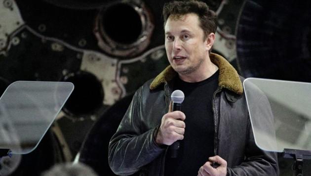 Elon Musk bei der Präsentation des ersten Weltraumtouristen seines Unternehmens SpaceX (Bild: Associated Press)