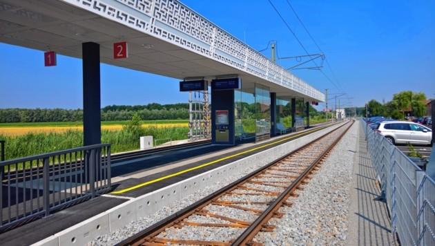 Beim Lokalbahnhof in Nußdorf-Weitwörth kam es am Montagnachmittag zu dem sexuellen Übergriff. (Bild: Max Grill)