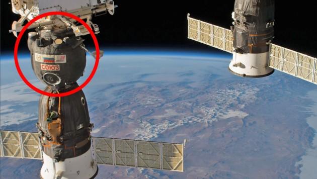 """Im rot markierten Teil der """"Sojus MS-09"""" wurde das Loch entdeckt. Rechts im Bild die """"Sojus MS-08"""". (Bild: NASA, krone.at-Grafik)"""