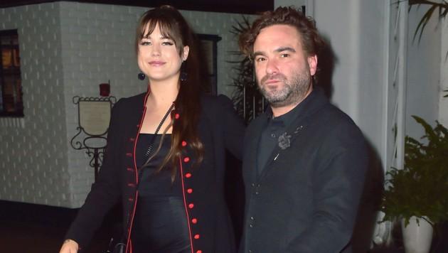 Johnny Galecki mit seiner Freundin Alaina Meyer (Bild: www.PPS.at)