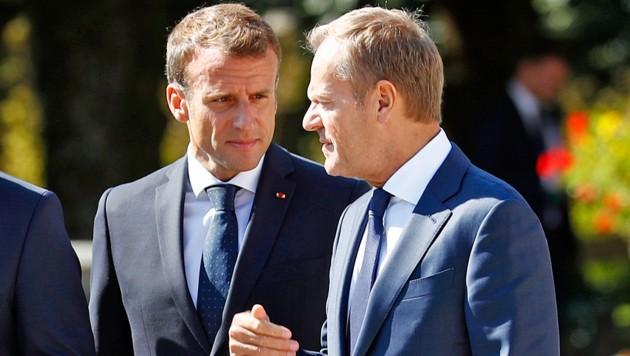 Frankreichs Präsident Emmanuel Macron und EU-Ratschef Donald Tusk am Rande des EU-Gipfels in Salzburg (Bild: AP)