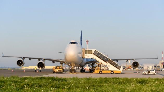 Für sieben Stunden war die Boeing 747 im Auftrag der DHL in Linz. (Bild: Harald Dostal)