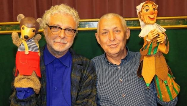 André Heller mit Theaterdirektor Manfred Müller, Kasperl und Pezi (Bild: Peter Tomschi)