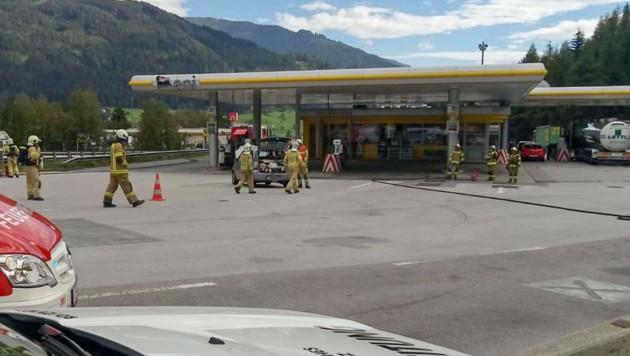 A13 Muehlbachl Gasaustritt aus Auto (Bild: Zeitungsfoto.at/Team)