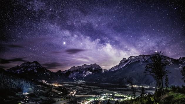 Der nächtliche Blick in den Nationalpark Gesäuse ist spektakulär. (Bild: Nationalpark Gesäuse/Andreas Hollinger)