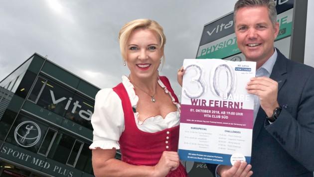 30 Jahre vitaclub in Salzburg: Conny Hörl und Christian Hörl feiern. (Bild: vitaclub/Max Grill)