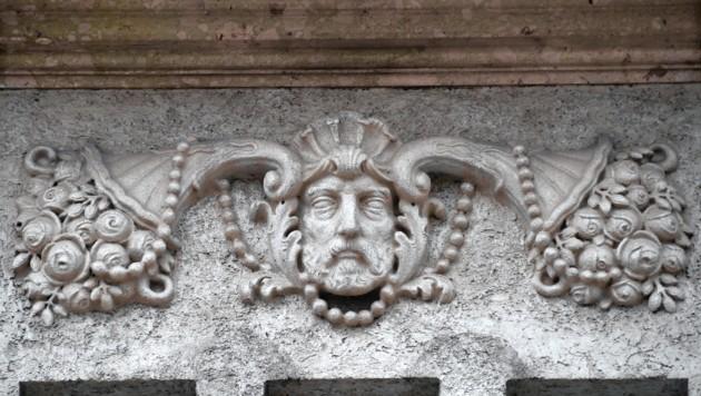 Fassadendetail am Haupthaus (Bild: Wolfgang Weber)