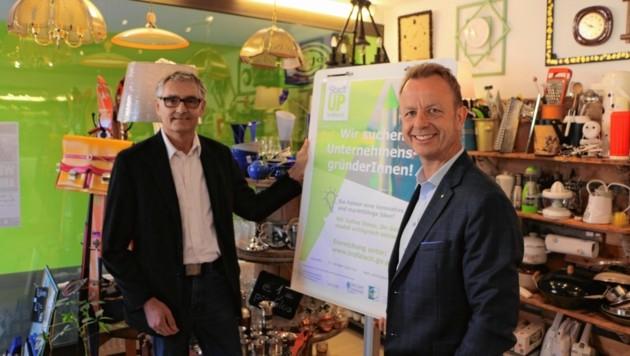 """Innenstadtkoordinator Erich Biberich (li.) und Bürgermeister Mario Abl präsentierten das Projekt """"Stadt Up"""". (Bild: Stadtgemeinde Trofaiach/zVg)"""