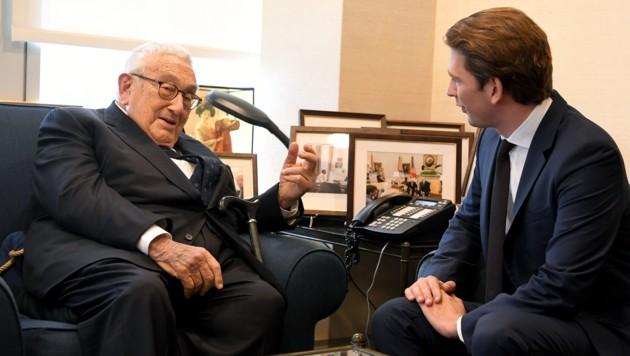 Der ehemalige US-Außenminister Henry Kissinger und Bundeskanzler Sebastian Kurz (Bild: APA/ROLAND SCHLAGER)