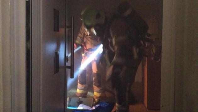 Ein schwedischer Ofen löste in Klagenfurt einen Wohnhausbrand aus. (Bild: Berufsfeuerwehr Klagenfurt)