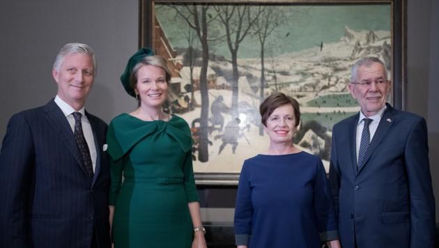 König Philippe von Belgien, Königin Mathilde von Belgien, Bundespräsident Alexander Van der Bellen und seine Frau Doris Schmidauer bei der Eröffnung der Bruegel-Ausstellung (Bild: APA/GEORG HOCHMUTH)